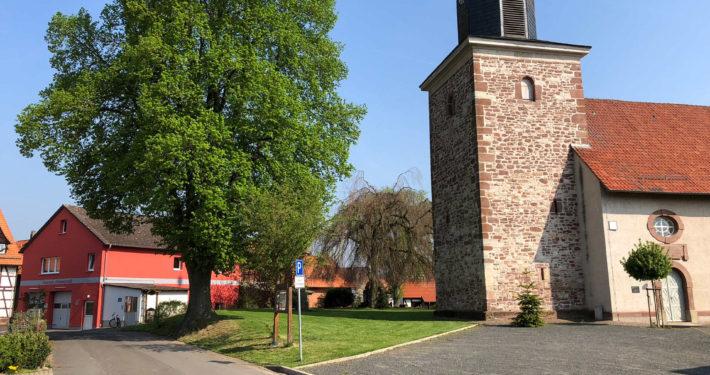 Kirche und Feuerwehrhaus